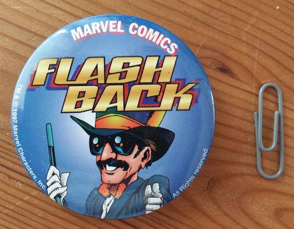 Anstecker FLASH BACK Motiv Stan Lee, Marvel Comics