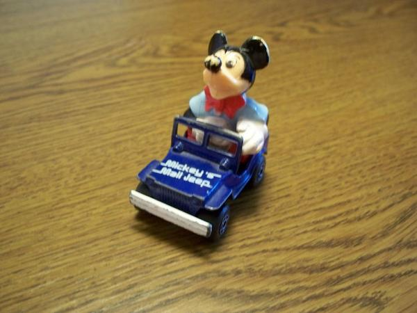 Matchbox-Auto: Micky Maus im Post-Jeep